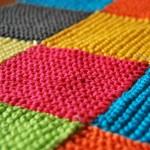 Tricoter une couverture décorative avec des restes de laine