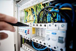 [Zoom sur] L'entretien d'une installation électrique