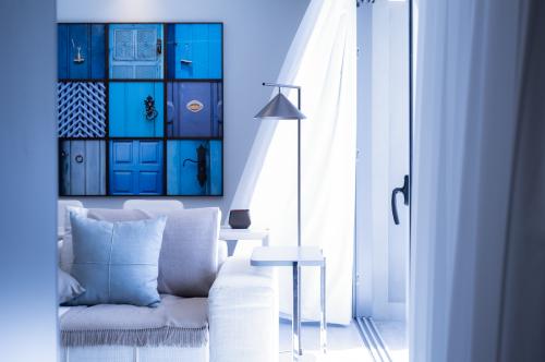 Salon lumineux dans les tons bleus
